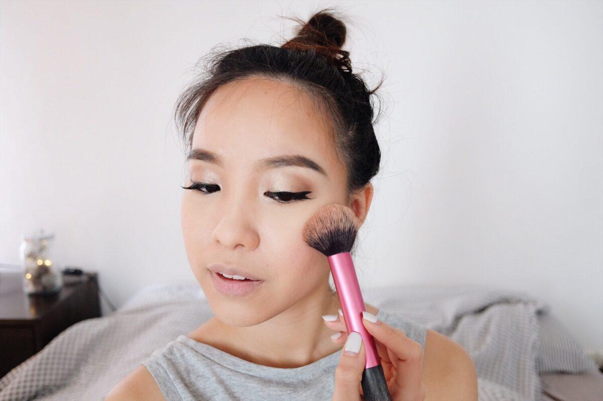 maquiillage sur un visage